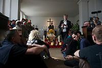 Am Freitag den 26. April 2013 fand in Berlin-Kreuzberg auf dem Jerusalem-Friedhof die Beerdigung von Rosemarie Fliess statt. Die schwehrbehinderte und kranke Rosemarie Fliess wurde am 9. April 2013 aus ihrer Wohnung zwangsgeraeumt und verstarb zwei Tage spaeter in einer Obdachlosenunterkunft.<br />26.4.2013, Berlin<br />Copyright: Christian-Ditsch.de<br />[Inhaltsveraendernde Manipulation des Fotos nur nach ausdruecklicher Genehmigung des Fotografen. Vereinbarungen ueber Abtretung von Persoenlichkeitsrechten/Model Release der abgebildeten Person/Personen liegen nicht vor. NO MODEL RELEASE! Don't publish without copyright Christian-Ditsch.de, Veroeffentlichung nur mit Fotografennennung, sowie gegen Honorar, MwSt. und Beleg. Konto:, I N G - D i B a, IBAN DE58500105175400192269, BIC INGDDEFFXXX, Kontakt: post@christian-ditsch.de<br />Urhebervermerk wird gemaess Paragraph 13 UHG verlangt.]