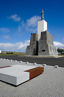 Denkmal auf Miradouro de Facho bei Praia da Vitoria auf der Insel Terceira, Azoren, Portugal