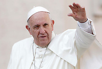 Papa Francesco saluta i fedeli al suo arrivo a un'udienza giubilare in Piazza San Pietro, Citta' del Vaticano, 10 settembre 2016.<br /> Pope Francis waves to faithful as he arrives for a Jubilee audience in St. Peter's Square at the Vatican, 10 September 2016.<br /> UPDATE IMAGES PRESS/Isabella Bonotto<br /> <br /> STRICTLY ONLY FOR EDITORIAL USE