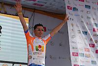 COLOMBIA. 08-08-2014. Jefferson Abacuc recibe la camiseta de líder de las metas volantes al final de la etapa 3, Barbosa – Chiquinquirá – Tunja – 123.2 Km, de la Vuelta a Colombia 2014 en bicicleta que se cumple entre el 6 y el 17 de agosto de 2014. / Jefferson Abacuc cyclist receives the shrit as flying goals leader at he end of the stage 3, Barbosa – Chiquinquira – Tunja – 123.2 Km, of the Tour of Colombia 2014 in bike holds between 6 and 17 of August 2014. Photo:  VizzorImage/ José Miguel Palencia / Str