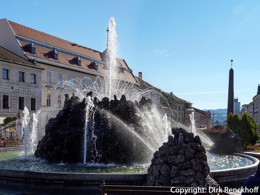 Brunnen auf  nam.SNP in Banska Bystrica, Banskobystricky kraj, Slowakei, Europa<br /> Fountain on main square nam. SNP  in Banska Bystrica, Banskobystricky kraj, Slovakia, Europe