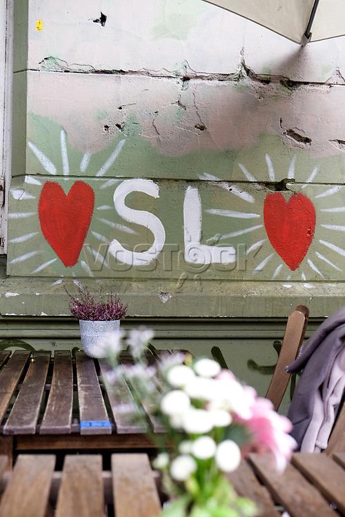 Streetart in Gruenerløkka, 08/2014<br /> <br /> <br /> Engl.: Europe, Scandinavia, Norway, Oslo, Gruenerløkka, street art, cafe, facade, house,  August 2014