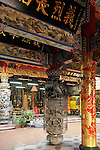 Bao-jhong Yi-min Temple, Kaohsiung -- View into the inner courtyard of a Taoist temple.