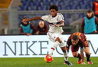 Calcio, Serie A: Roma vs Milan. Roma, stadio Olimpico, 9 gennaio 2016.<br /> AC Milan's Luiz Adriano in action past Roma's Daniele De Rossi, right, during the Italian Serie A football match between Roma and Milan at Rome's Olympic stadium, 9 January 2016.<br /> UPDATE IMAGES PRESS/Riccardo De Luca
