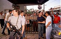 Policia Federal protegendo Sudam em manifestação contra sua extinçào.<br />Belem-Para<br />09.05.2001<br />Foto: Janduari Simões/Interfoto