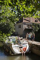 Europe/France/Midi-Pyrénées/46/Lot/Saint-Cirq-Lapopie: Navigation fluviale sur la vallée du Lot à l'écluse Auto N°: 2008-213 Auto N°: 2008-214  Auto N°: 2008-215  Auto N°: 2008-217  Auto N°: 2008-216