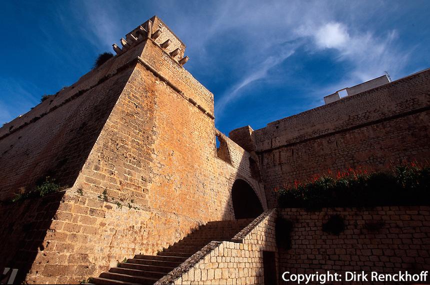 Spanien, Balearen, Ibiza, Baluard de Sant Joan (Bastion)  der Festungsmauer in Eivissa