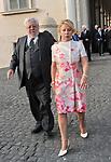 PAOLO E MAURA VILLAGGIO<br /> RICEVIMENTO DEL 2 GIUGNO AI GIARDINI DEL QUIRINALE ROMA 2010