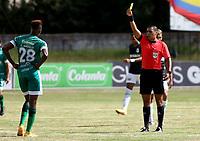 """BOGOTA - COLOMBIA, 25-01-2021: Edwin Trujillo, arbitro muestra tarjeta amarilla a Larry Angulo de La Equidad, durante partido entre La Equidad y Atletico Nacional, de la fecha 2 por la Liga BetPlay DIMAYOR I 2021, jugado en el estadio Estadio Hector """"El Zipa"""" Gonzalez en la ciudad de Zipaquira.  / Edwin Trujillo, referee shows yellow card to Larry Angulo of La Equidad, during a match between La Equidad and Atletico Nacional, of the 2nd date for BetPlay DIMAYOR I 2021 League at the Hector """"El Zipa"""" Gonzalez stadium in Zipaquira city.  / Photo: VizzorImage / Daniel Garzon / Cont."""