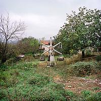 A old wheel left in a garden in the region of Hadrut.