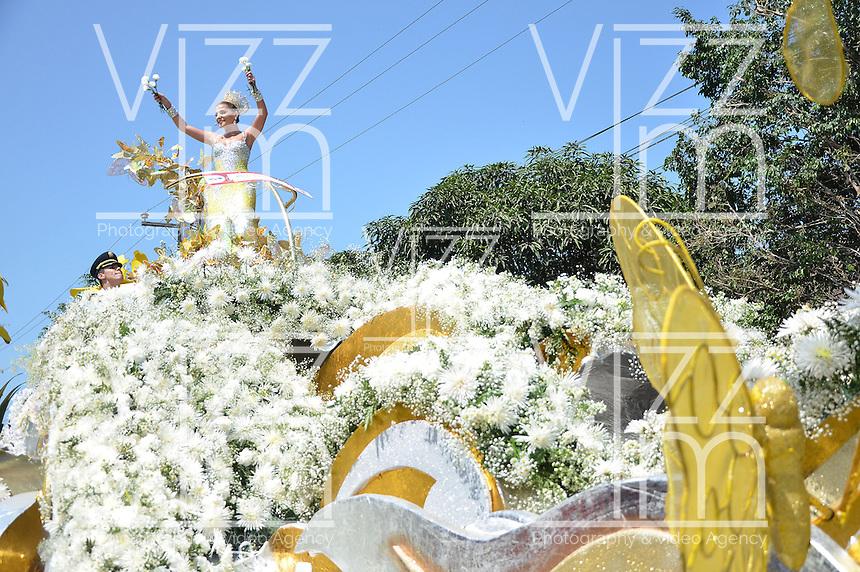 BARRANQUILLA-COLOMBIA-02-03-2014. Marcela Garcia Caballero, Reina del carnaval defila en una carroza por las calles de la ciudad en el marco de El carnaval de Barranquilla durante la Batalla de Flores. / Marcela Garcia Caballero, Carnival Queen in a float in the parade through the city streets as part of Barranquilla's carnival during the Battle of Flowers. Photo: VizzorImage/Alfonso Cervantes/STR