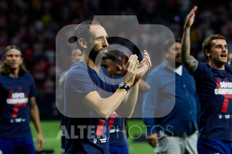 Atletico de Madrid's Diego Godin celebrates the Super Cup Tittle after La Liga match. August 25, 2018. (ALTERPHOTOS/A. Perez Meca)