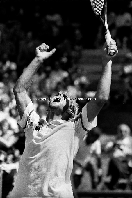 1986, Hilversum, Dutch Open, Melkhuisje, Thomas Muster (AUT) in jubilation at matchpoint , he wins the final.