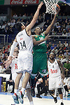 Real Madrid's Gustavo Ayon (l) and Panathinaikos Athens' DeMarcus Nelson during Euroleague match.January 22,2015. (ALTERPHOTOS/Acero)
