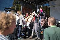 """""""Marsch fuer das Leben"""" des konservativen Bundesverbandes Lebensrecht (BVL) am Samstag den 21. September 2019 in Berlin. Mehrere tausend Lebensschuetzer zogen mit dem jaehrlichen """"Marsch fuer das Leben"""" durch die Berliner Innenstadt. Sie sind gegen ein Selbsbestimmungsrecht der Frau und fuer ein Verbot von Abtreibung.<br /> Im Bild: Gegendemonstrantinnen gelang es trotz weitraeumiger Absperrung auf das Podium zu gelangen. Sie wurden sofort von Ordner und Polizisten in zivil und Uniform von der Buehne entfernt.<br /> 21.9.2019, Berlin<br /> Copyright: Christian-Ditsch.de<br /> [Inhaltsveraendernde Manipulation des Fotos nur nach ausdruecklicher Genehmigung des Fotografen. Vereinbarungen ueber Abtretung von Persoenlichkeitsrechten/Model Release der abgebildeten Person/Personen liegen nicht vor. NO MODEL RELEASE! Nur fuer Redaktionelle Zwecke. Don't publish without copyright Christian-Ditsch.de, Veroeffentlichung nur mit Fotografennennung, sowie gegen Honorar, MwSt. und Beleg. Konto: I N G - D i B a, IBAN DE58500105175400192269, BIC INGDDEFFXXX, Kontakt: post@christian-ditsch.de<br /> Bei der Bearbeitung der Dateiinformationen darf die Urheberkennzeichnung in den EXIF- und  IPTC-Daten nicht entfernt werden, diese sind in digitalen Medien nach §95c UrhG rechtlich geschuetzt. Der Urhebervermerk wird gemaess §13 UrhG verlangt.]"""