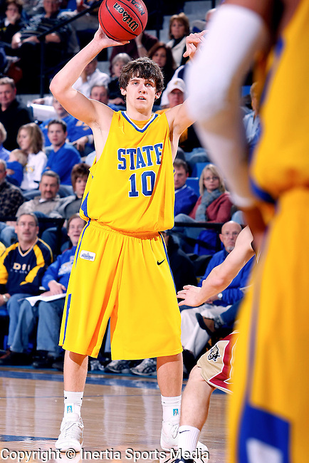 BROOKINGS, SD - JANUARY 10th, 2009 : South Dakota State's Clint Sargent directs his teammates into position from the top of the key during the first half of their game Saturday evening at Frost Arena on the campus of South Dakota State University in Brookings, SD. (Photo By Ty Carlson/Inertia)