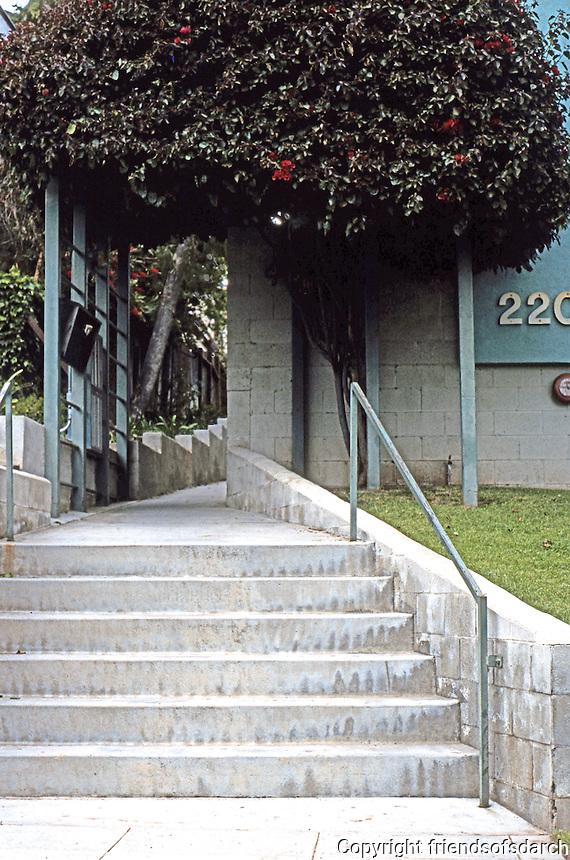 Koning Eizenberg: Entrance 2207 6th St., Santa Monica.  Photo '04.