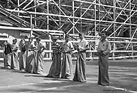 Au parc Belmont : jeux de course (avec le sac de patates). Pique-nique annuel des enfants, organisé par la Ville de Montréal. Juillet 1953