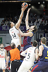 Real Madrid's Gustavo Ayon (l) and FC Barcelona's Ante Tomic during Euroleague match.February 5,2015. (ALTERPHOTOS/Acero)