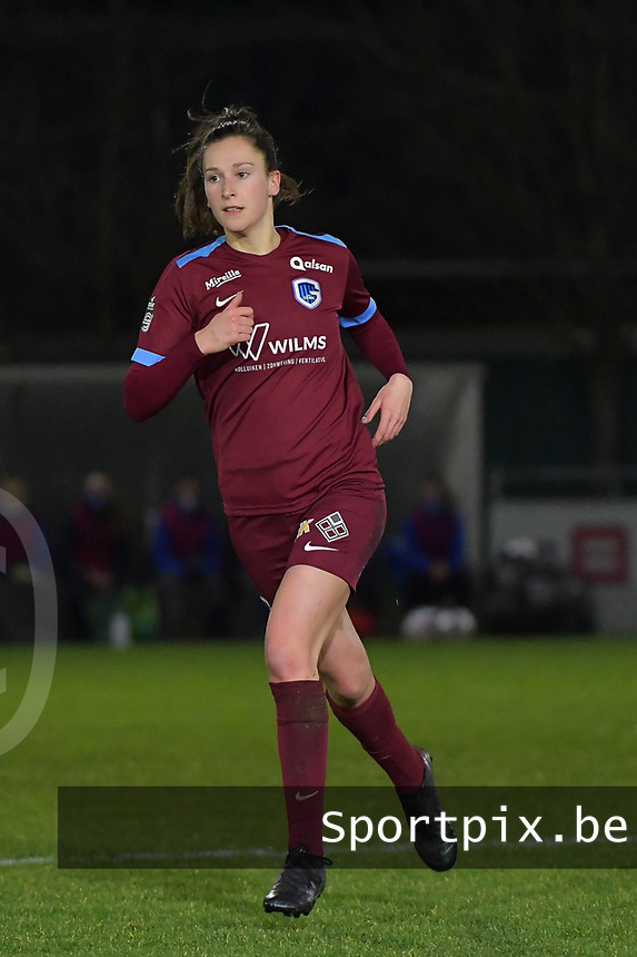 Gwen Duijsters (22) of KRC Genk pictured during a female soccer game between  AA Gent Ladies and Racing Genk on the 12 th matchday of the 2020 - 2021 season of Belgian Scooore Womens Super League , friday 29 th of January 2021  in Oostakker , Belgium . PHOTO SPORTPIX.BE   SPP   DIRK VUYLSTEKE