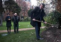 Abaca_Manuel_Valls_Tree_1325
