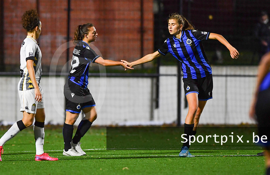Brugge's Jody Vangheluwe pictured with Brugge's Marie Minnaert during a female soccer game between Sporting Charleroi and Club Brugge YLA on the fourth matchday of the 2020 - 2021 season of Belgian Scooore Womens Super League , friday 9 nd of October 2020  in Marcinelle , Belgium . PHOTO SPORTPIX.BE | SPP | DAVID CATRY