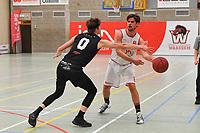 ION WAREGEM - KORTRIJK SPURS :<br /> Mathieu Coucke (L) tracht de bal te ontfutselen aan Maxime Verspeeten (R)<br /> <br /> Foto VDB / Bart Vandenbroucke