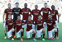 Calcio, Serie A: Frosinone vs Roma. Frosinone, stadio Comunale, 12 settembre 2015.<br /> Roma's players, back row, from left, Kostas Manolas, Wojciech Szczesny, Antonio Rudiger, Seydou Keita, Edin Dzeko and Gervinho, front row, from left, Lucas Digne, Iago Falque, Alessandro Florenzi, Francesco Totti and Daniele De Rossi line up prior to the start of the Italian Serie A football match between Frosinone and Roma at Frosinone Comunale stadium, 12 September 2015.<br /> UPDATE IMAGES PRESS/Riccardo De Luca