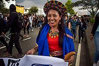BOGOTA - COLOMBIA, 28-11-2018: Expresiones de protesta son vistas en Bogotá durante la jornada en donde miles de estudiantes nuevamente salen a protestar hoy, 28 de noviembre de 2018, contra el gobierno Duque por la falta de recursos en la educación. / Protest expressions are seen in Bogota during the journey where thousands of student go to the streets to protest today, November 23, 2018, against the central goverment for the lack of bugdget to the education. Photo: VizzorImage / Nicolas Aleman / Cont