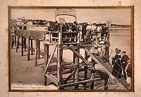 """Europe/France/Aquitaine/33/Gironde/Bassin d'Arcachon/Le Cap Ferret: Vieilles cartes postales du Cap Ferret au restaurant """"Chez Hortense"""" - Le débarcadère"""