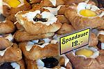 Denmark: Wienerbrød (Danish pastry) in bakery window | Daenemark: Kopenhagener Gebaeck - Spandauer