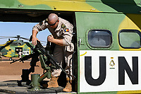 MALI, Gao, Minusma UN mission, Camp Castor, Helicopter unit Romanian Pumas for paramedic rescue flights, Helicopter IAR-330 Puma L-RM, machine gun M240 B of american company FN Manufacturing Inc. in Columbia / MALI, Gao, UN Mission Minusma, Multidimensionale Integrierte Stabilisierungsmission der Vereinten Nationen in Mali, CAMP CASTOR , rumänische Hubschrauber Staffel für medizinische Hilfe, Helikopter IAR-330 Puma L-RM, Maschinengewehr M240 B des US Hersteller FN Manufacturing, Inc. in Columbia