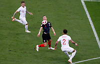 MOSCU - RUSIA, 11-07-2018: Ivan PERISIC (C) jugador de Croacia disputa el balón con Kieran TRIPPIER (Izq) y Kyle WALKER (Der) jugadores de Inglaterra durante partido de Semifinales por la Copa Mundial de la FIFA Rusia 2018 jugado en el estadio Luzhnikí en Moscú, Rusia. / Ivan PERISIC (C) player of Croatia fights the ball with Kieran TRIPPIER (L) and Kyle WALKER (R) players of England during match of Semi-finals for the FIFA World Cup Russia 2018 played at Luzhniki Stadium in Moscow, Russia. Photo: VizzorImage / Julian Medina / Cont