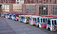 Nederland  Amsterdam   2021.   De NDSM-Werf.  Graffiti is hier toegestaan. Betonblokken zijn omgetoverd tot trams.     Foto Berlinda van Dam / HH / ANP.