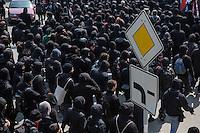 Ueber 1.500 Menschen protestierten am Sonntag den 1. Mai 2016 im Saechsischen Plauen mit Kundgebungen und einer Demonstration gegen einen Aufmarsch der Naziorganisation 3.Weg.<br /> Die Demonstration gegen den Aufmarsch wurde mehrfach von der Polizei mehrfach von der Polizei unter Einsatz von Pfefferspray und Schlagstoecken gestoppt. Teilnehmer haetten sich durch Tuecher, Muetzen und Brillen unkenntlich gemacht, so die Polizei. Dabei wurden auch Journalisten immer wieder zum Ziel polizeilicher Massnahmen durch die saechsische Polizei und an ihrer Arbeit gehindert.<br /> 1.5.2016, Plauen<br /> Copyright: Christian-Ditsch.de<br /> [Inhaltsveraendernde Manipulation des Fotos nur nach ausdruecklicher Genehmigung des Fotografen. Vereinbarungen ueber Abtretung von Persoenlichkeitsrechten/Model Release der abgebildeten Person/Personen liegen nicht vor. NO MODEL RELEASE! Nur fuer Redaktionelle Zwecke. Don't publish without copyright Christian-Ditsch.de, Veroeffentlichung nur mit Fotografennennung, sowie gegen Honorar, MwSt. und Beleg. Konto: I N G - D i B a, IBAN DE58500105175400192269, BIC INGDDEFFXXX, Kontakt: post@christian-ditsch.de<br /> Bei der Bearbeitung der Dateiinformationen darf die Urheberkennzeichnung in den EXIF- und  IPTC-Daten nicht entfernt werden, diese sind in digitalen Medien nach §95c UrhG rechtlich geschuetzt. Der Urhebervermerk wird gemaess §13 UrhG verlangt.]