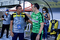 BARRANCABERMEJA - COLOMBIA, 11-11-2020: Cesar Torres, tecnico de Alianza Petrolera y Alejandro Restrepo, tecnico de Atletico Nacional dialogan durante partido Alianza Petrolera y Atletico Nacional, de la fecha 19 por la Liga BetPlay DIMAYOR 2020 en el estadio Daniel Villa Zapata en la ciudad de Barrancabermeja. / Cesar Torres, coach of Alianza Petroleraand Alejandro Restrepo, coach of Atletico Nacional speak during a match between Alianza Petrolera and Atletico Nacional, of the 19th date for the BetPlay DIMAYOR League 2020 at the Daniel Villa Zapata stadium in Barrancabermeja city. Photo: VizzorImage  / Jose D. Martinez / Cont.