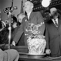 Re-election du Maire de Quebec Wilfred Hamel en 1962 (date exacte inconnue)<br /> <br /> PHOTO : Agence Quebec Presse