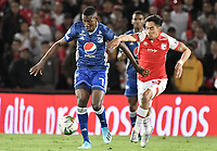 BOGOTA - COLOMBIA, 07-09-2019: Fabian Sambueza del Santa Fe disputa el balón con Hansel Zapata de Millonarios durante partido entre Independiente Santa Fe y Millonarios por la fecha 10 de la Liga Águila II 2019 jugado en el estadio Nemesio Camacho El Campín de la ciudad de Bogotá. / Fabian Sambueza of Santa Fe vies for the ball with Hansel Zapata of Millonarios during match between Independiente Santa Fe and Millonarios for the date 10 as part of the Aguila League II 2019 played at Nemesio Camacho El Campín stadium in Bogota city. Photo: VizzorImage / Gabriel Aponte / Staff