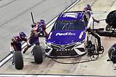 Bojangles' Southern 500<br /> Darlington Raceway, Darlington, SC USA<br /> #11: Denny Hamlin, Joe Gibbs Racing, Toyota Camry FedEx Throwback Toyota Camry, makes a pit stop.