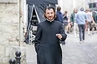 TOURNAGE DU FILM CHRIST OFF DANS LES RUES DE CLERMONT DE L'OISE . MICHAEL YOUN