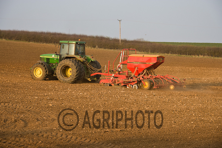 25.3.2011 John Deere tractor and Vaderstad drill Spring drilling in Rutland.©Tim Scrivener 07850 303986.