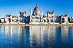 Hungary, Budapest, view from Castle District across Danube towards Parliament, UNESCO World Heritage | Ungarn, Budapest, Blick vom Budaer Burgberg ueber Donau zum Parlament, UNESCO Weltkulturerbe