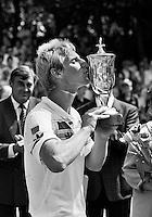 1990, Hilversum, Dutch Open, Melkhuisje, winner  Thomas Muster (AUT) kissing the cup