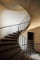 Scala a chiocciola dell' appartamento nobile..Stairs in the Noble apartment..Villa d'Este di Tivoli, patrimonio mondiale dell' UNESCO..Villa d'Este is included in the UNESCO world heritage list.