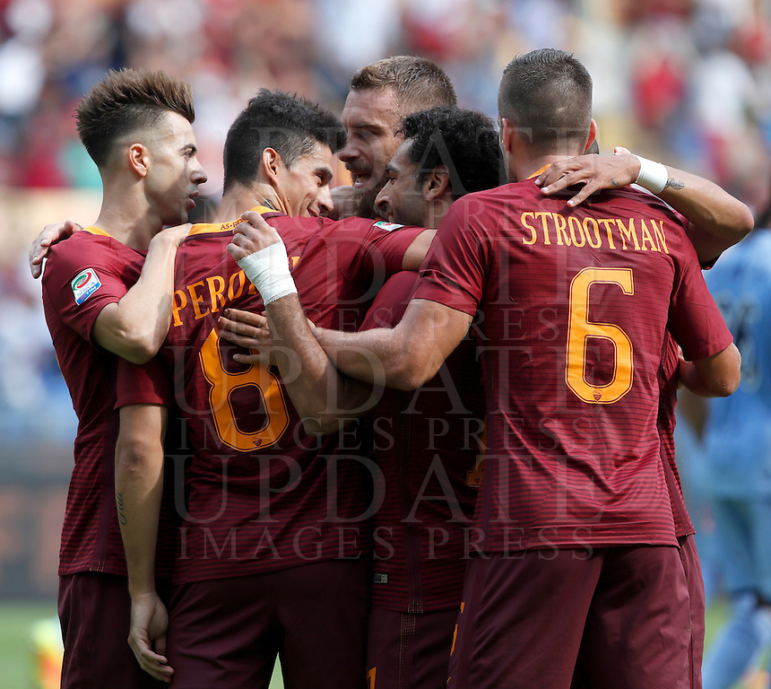 Calcio, Serie A: Roma vs Sampdoria. Roma, stadio Olimpico, 11 settembre 2016.<br /> Roma's Mohamed Salah, second from right, celebrates with teammates after scoring during the Italian Serie A football match between Roma and Sampdoria at Rome's Olympic stadium, 11 September 2016. Roma won 3-2.<br /> UPDATE IMAGES PRESS/Isabella Bonotto