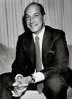 1986 FILE PHOTO - ARCHIVES -<br /> <br /> New York fashion designer Oscar de la Renta will generate an estimated $225 million in wholesale sales this year<br /> <br /> 1986<br /> <br /> PHOTO :  Erin Comb - Toronto Star Archives - AQP