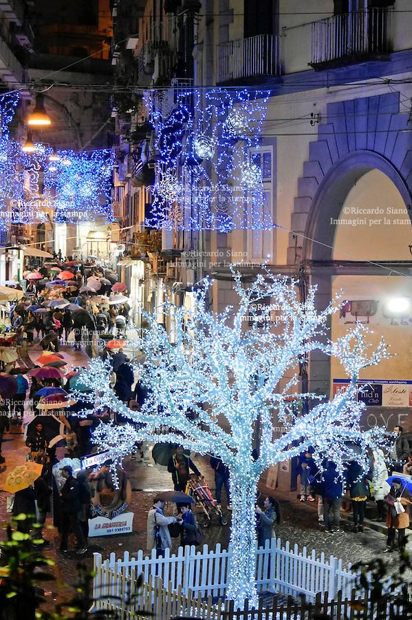 - NAPOLI 1 DIC 2014 -   shopping natalizio via chiaia chiaia