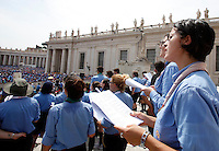 Gli scout dell'Agesci all'incontro con Papa Francesco in Piazza San Pietro, Citta' del Vaticano, 13 giugno 2015.<br /> Italian AGESCI boy scout association's members attend a meeting with Pope Francis in St. Peter's Square at the Vatican, 13 June 2015.<br /> UPDATE IMAGES PRESS/Isabella Bonotto<br /> <br /> STRICTLY ONLY FOR EDITORIAL USE