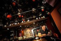 """Il pub studentesco """"Farfarello"""" ha riaperto nonostante gli imgombranti puntellamenti.La proprietaria Cristina...Dopo il terremoto  del 2009 alcuni negozi e attività commerciali riaprono a L'Aquila..After the earthquake of 2009, some shops and businesses reopen in L'Aquila."""