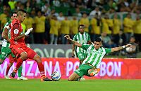 MEDELLÍN - COLOMBIA, 01-08-2018: Jorman Campuzano (Der.) jugador de Atlético Nacional disputa el balón con Jerson Malagón (Izq.), jugador de Patriotas Boyacá, durante partido de la fecha 3 entre Atlético Nacional y Patriotas Boyacá, por la Liga Águila II 2018, jugado en el estadio Atanasio Girardot de la ciudad de Medellín. / Jorman Campuzano (R) player of Atletico Nacional vies for the ball with Jerson Malagon (L), player of Patriotas Boyaca, during a match of the 3rd date between Atletico Nacional and Patriotas Boyaca for the Aguila League II 2018, played at Atanasio Girardot stadium in Medellin city. Photo: VizzorImage / León Monsalve / Cont.